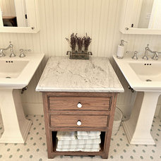 Rustic Bathroom by MAC Custom Homes