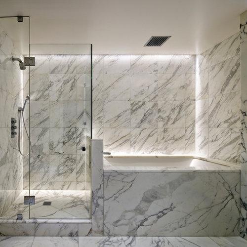 Stanza da bagno con pistrelle in bianco e nero e piastrelle in pietra foto idee arredamento - Piastrelle bianche e nere ...