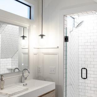 Свежая идея для дизайна: большая главная ванная комната в стиле неоклассика (современная классика) с плоскими фасадами, светлыми деревянными фасадами, угловым душем, раздельным унитазом, белой плиткой, керамической плиткой, белыми стенами, мраморным полом, подвесной раковиной, столешницей из плитки, черным полом, душем с распашными дверями, белой столешницей, сиденьем для душа, тумбой под две раковины, подвесной тумбой и панелями на стенах - отличное фото интерьера