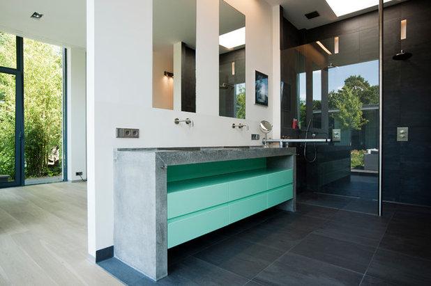 Contemporary Bathroom by LEICHT New York