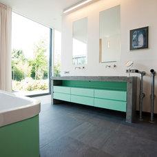 Contemporary Bathroom by LEICHT New York / LEICHT Westchester