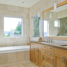 Bathroom by Dyna Contracting