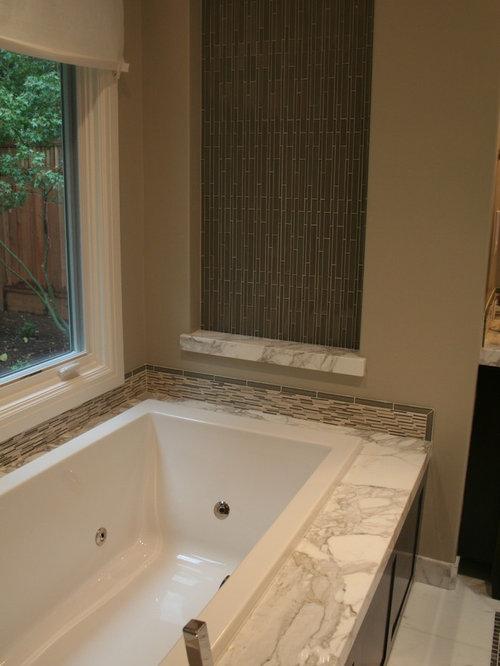 foto e idee per stanze da bagno  stanza da bagno con ante marroni, Disegni interni