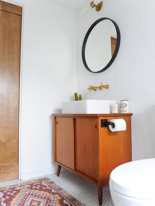 badezimmer mit badewanne in nische und wandtoilette mit sp lkasten design ideen beispiele. Black Bedroom Furniture Sets. Home Design Ideas
