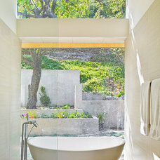 Contemporary Bathroom by Shubin + Donaldson Architects, Inc.