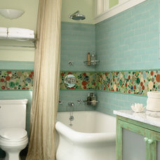 Eclectic Bathroom by LU|A