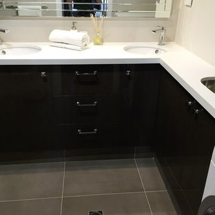 East Melbourne Apartment - Combined laundry / bathroom