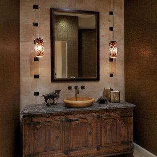 Ispirazione per una stanza da bagno american style con lavabo a bacinella, consolle stile comò, ante in legno bruno, piastrelle beige e pareti marroni
