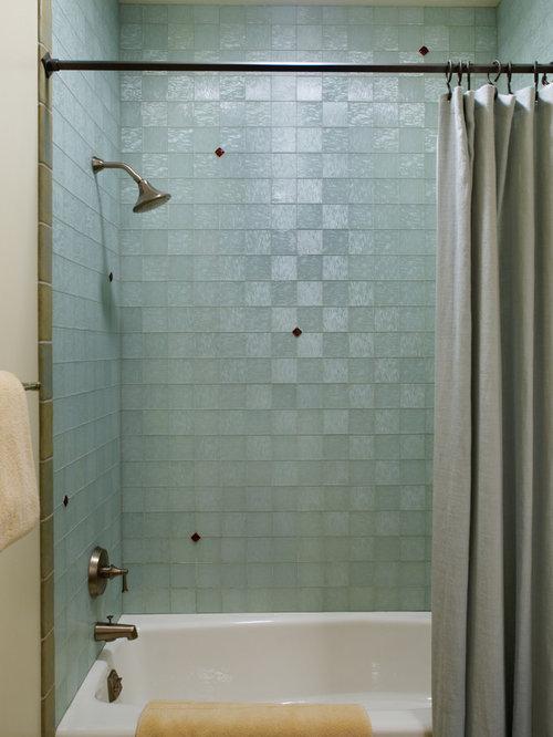 Salle de bain clectique avec un carrelage en p te de for Carrelage pate de verre salle de bain