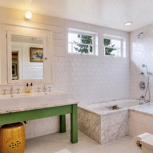 Imagen de cuarto de baño ecléctico con lavabo de seno grande, puertas de armario verdes, combinación de ducha y bañera, baldosas y/o azulejos blancos, baldosas y/o azulejos de cemento y bañera encastrada sin remate