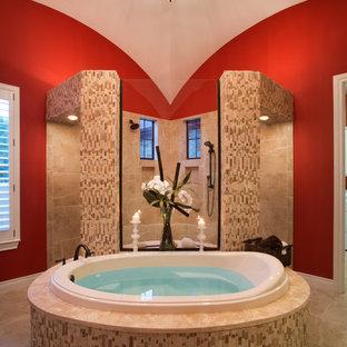 Ejemplo de cuarto de baño bohemio con bañera encastrada, ducha esquinera y paredes rojas