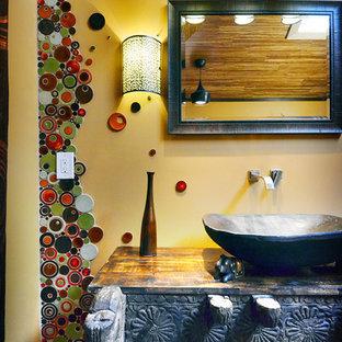 Imagen de cuarto de baño principal, bohemio, grande, con lavabo sobreencimera, bañera exenta, ducha esquinera, sanitario de una pieza, baldosas y/o azulejos multicolor, baldosas y/o azulejos en mosaico, armarios abiertos, encimera de madera y paredes marrones