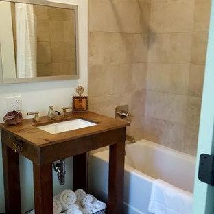 Inspiration för mellanstora eklektiska badrum med dusch, med öppna hyllor, skåp i mörkt trä, ett badkar i en alkov, en dusch/badkar-kombination, beige kakel, keramikplattor, vita väggar, ett undermonterad handfat, träbänkskiva och dusch med duschdraperi