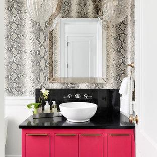 Imagen de cuarto de baño papel pintado, actual, de tamaño medio, papel pintado, con armarios con paneles lisos, puertas de armario rojas, paredes grises, lavabo sobreencimera, encimeras negras y papel pintado