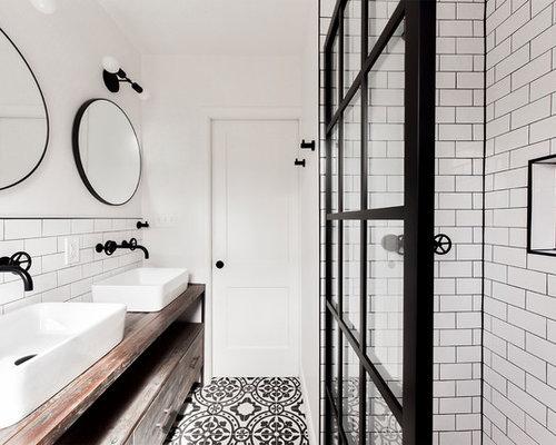 Badezimmer mit zementfliesen und metrofliesen ideen design bilder houzz - Zementfliesen dusche ...