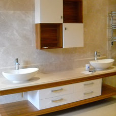 Modern Bathroom by Decorama Designers