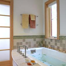 Traditional Bathroom by alterego