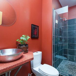 Foto de cuarto de baño infantil, moderno, pequeño, con lavabo sobreencimera, ducha empotrada, sanitario de una pieza, baldosas y/o azulejos negros y paredes rojas