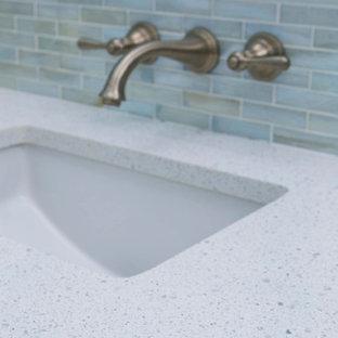 Идея дизайна: главная ванная комната среднего размера в стиле модернизм с подвесной раковиной и столешницей из переработанного стекла