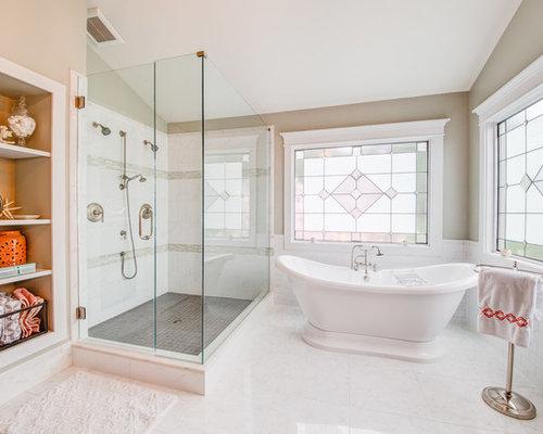 Bagno vittoriano con nessun 39 anta foto idee arredamento for Piastrelle bianche marmo