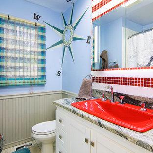 Salle de bain avec un carrelage rouge et un mur bleu : Photos et ...