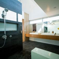 Contemporary Bathroom by O plus L