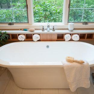 プロビデンスの中くらいのコンテンポラリースタイルのおしゃれなマスターバスルーム (フラットパネル扉のキャビネット、濃色木目調キャビネット、置き型浴槽、コーナー設置型シャワー、青いタイル、ボーダータイル、グレーの壁、セラミックタイルの床、アンダーカウンター洗面器、クオーツストーンの洗面台) の写真