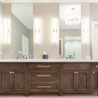 シカゴの広いトラディショナルスタイルのおしゃれなマスターバスルーム (シェーカースタイル扉のキャビネット、中間色木目調キャビネット、置き型浴槽、アルコーブ型シャワー、白いタイル、ベージュの壁、セラミックタイルの床、アンダーカウンター洗面器、クオーツストーンの洗面台、ベージュの床、開き戸のシャワー、グレーの洗面カウンター、シャワーベンチ、洗面台2つ、独立型洗面台、三角天井、羽目板の壁) の写真