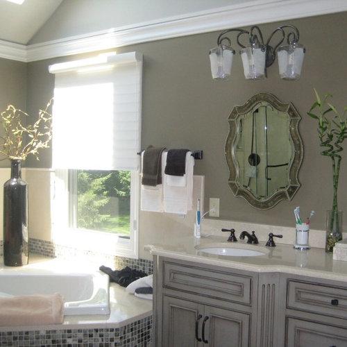 salle de bain romantique avec un mur marron photos et id es d co de salles de bain. Black Bedroom Furniture Sets. Home Design Ideas