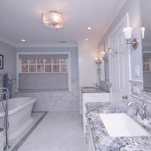 Réalisation d'une grande salle de bain principale tradition avec un placard à porte shaker, des portes de placard blanches, une baignoire indépendante, un carrelage blanc, un sol en marbre, un plan de toilette en granite, une douche double, un WC séparé, du carrelage en marbre, un mur bleu, un lavabo encastré, un sol blanc, une cabine de douche à porte battante et un plan de toilette bleu.