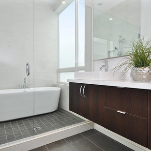 Immagine di una stanza da bagno padronale contemporanea di medie dimensioni con vasca freestanding, lavabo a bacinella, ante lisce, ante in legno bruno, doccia ad angolo, piastrelle in gres porcellanato, pareti bianche, pavimento in gres porcellanato e top in quarzo composito