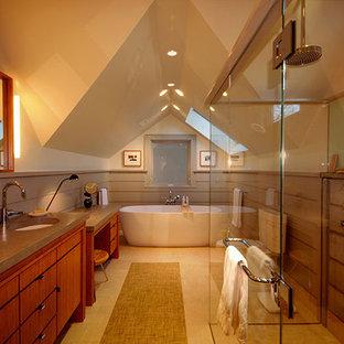 Idee per una stanza da bagno padronale design di medie dimensioni con ante lisce, ante in legno scuro, vasca freestanding, piastrelle grigie, piastrelle di cemento, pavimento in gres porcellanato, lavabo sottopiano e top in cemento
