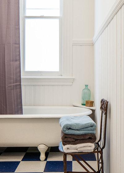 Elegant Traditional Bathroom by Floriana Interiors