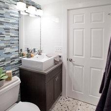 Beach Style Bathroom by Brunelleschi Construction