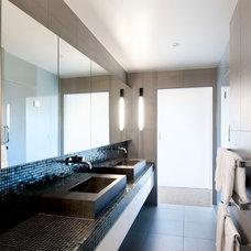 Modern Bathroom by Daniel Marshall Architect