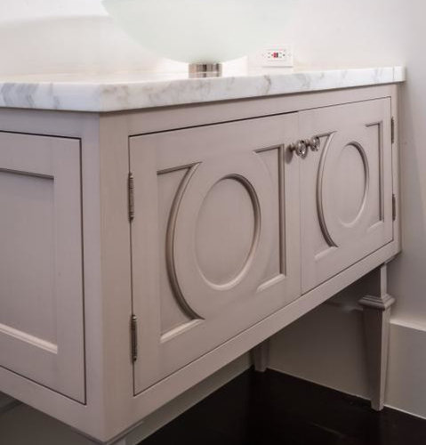 Best Shabby-Chic Style Bathroom with Beige Cabinets Design Ideas & Remodel Pictures | Houzz