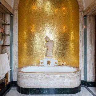 Ispirazione per una stanza da bagno padronale vittoriana con vasca sottopiano, piastrelle in metallo e nessun'anta