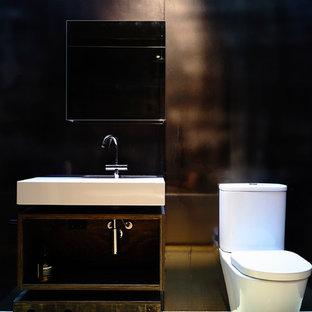 На фото: детская ванная комната среднего размера в современном стиле с открытыми фасадами, черными фасадами, отдельно стоящей ванной, открытым душем, инсталляцией, черной плиткой, металлической плиткой, черными стенами, подвесной раковиной и столешницей из дерева с