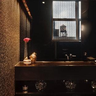 ニューヨークの小さいモダンスタイルのおしゃれなバスルーム (浴槽なし) (オープンシェルフ、黒いキャビネット、一体型トイレ、グレーのタイル、石スラブタイル、茶色い壁、横長型シンク、ガラスの洗面台、黄色い洗面カウンター) の写真