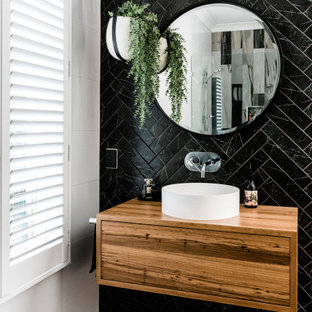 Inspiration for a scandinavian bathroom in Brisbane.