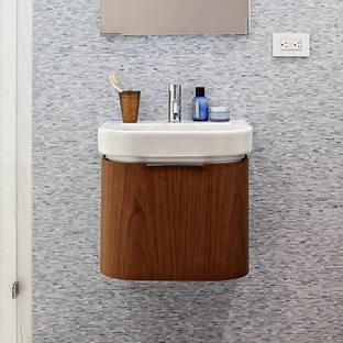 Foto di una piccola stanza da bagno con doccia minimal con ante lisce, ante in legno scuro, piastrelle grigie, piastrelle di vetro, pareti grigie, pavimento in ardesia, lavabo sospeso e top in marmo
