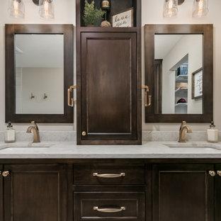 Идея дизайна: главная ванная комната среднего размера в морском стиле с плоскими фасадами, темными деревянными фасадами, накладной ванной, душем над ванной, унитазом-моноблоком, бежевой плиткой, керамической плиткой, бежевыми стенами, полом из ламината, накладной раковиной, мраморной столешницей, бежевым полом, душем с распашными дверями, разноцветной столешницей, тумбой под две раковины и подвесной тумбой
