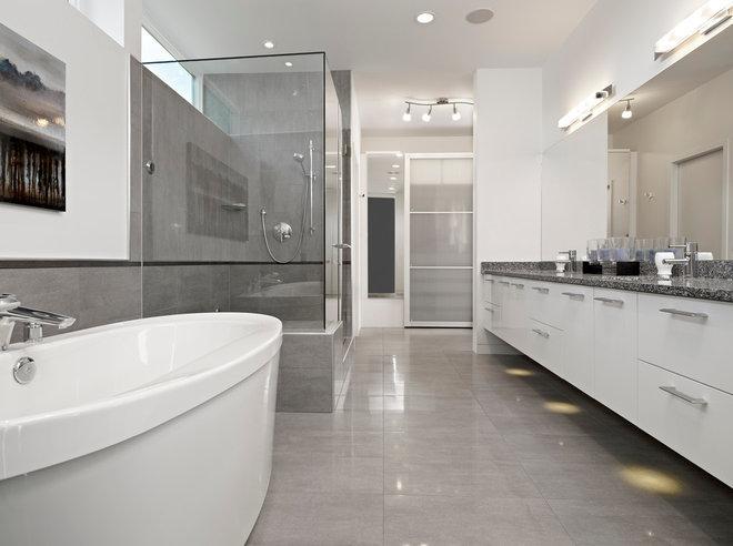 Modern Bathroom by Habitat Studio