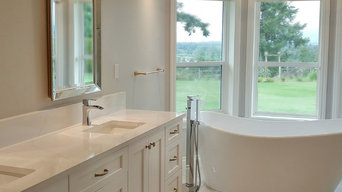 Ensuite Vanity, Freestanding Tub with Chandelier