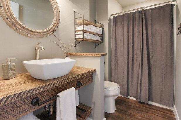 Farmhouse Bathroom by Tibbs Homes