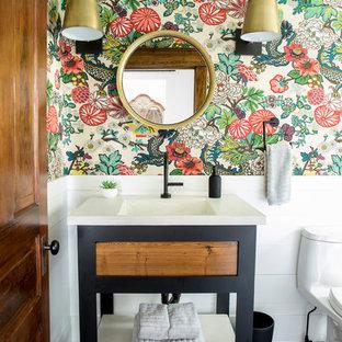 Новые идеи обустройства дома: маленькая ванная комната в современном стиле с ванной на ножках, полом из керамической плитки, монолитной раковиной, столешницей из бетона и черным полом