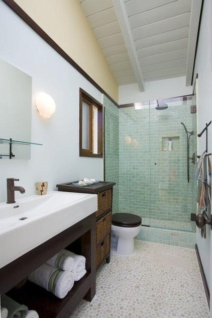 Contemporary Bathroom by Erica Islas  / EMI Interior Design, Inc.