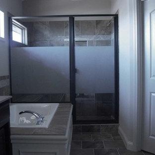 Diseño de cuarto de baño principal, actual, pequeño, con bañera encastrada, ducha empotrada, baldosas y/o azulejos beige, baldosas y/o azulejos de cerámica, paredes blancas, suelo de baldosas de cerámica, lavabo bajoencimera y encimera de granito