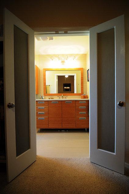 Modern Bathroom by Jaime Cadorette - S&W Kitchens