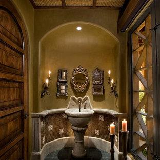 Immagine di una grande stanza da bagno con doccia minimalista con piastrelle marroni, piastrelle di cemento, pareti beige, pavimento con piastrelle in ceramica, lavabo sospeso, top in cemento e pavimento verde